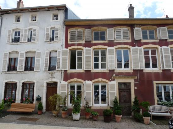 Vieilles maisons sur la Place du Palais
