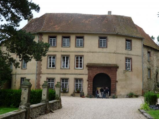 La façade d'entrée XVIIIème du château