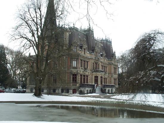Château bibliothèque et son lac