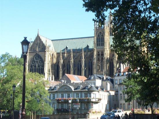 Cathédrale de Metz vue depuis la place de la Comédie