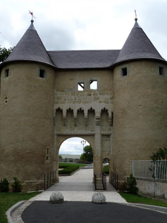 La porte-château récemment restaurée