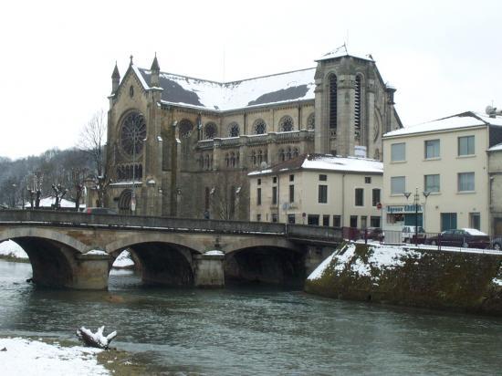 Eglise sur les rives de l'Ornain