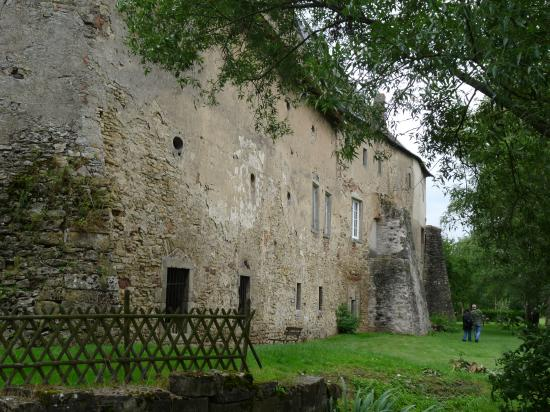 Les épais murs du château
