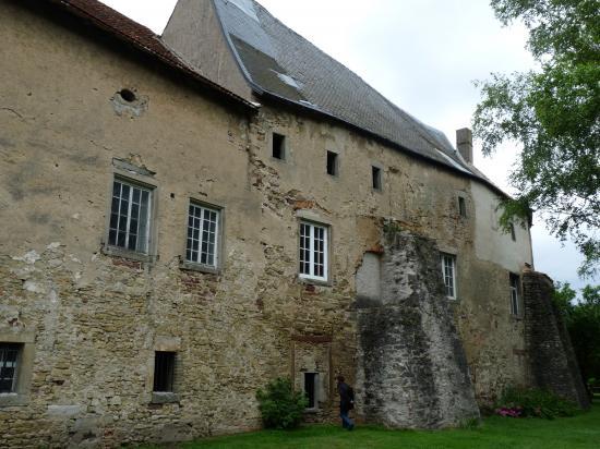 Le château vu des berges de la Nied