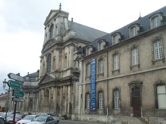 Façade principale de l'abbaye