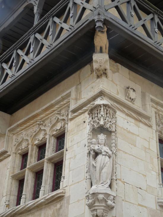 Détail de la façade de style gothique flamboyant