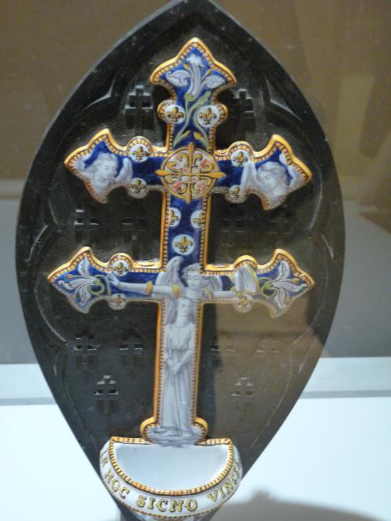 Crucifix en forme de Croix de Lorraine