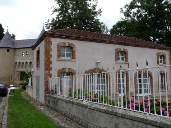 Dépendances du château de Mesny
