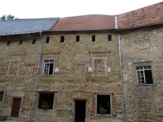Le château vu de la cour